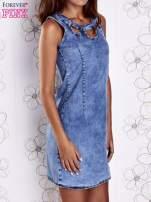 Niebieska jeansowa sukienka z wycięciami