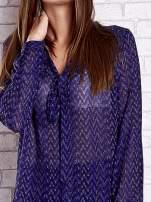 Niebieska koszulowa bluzka mgiełka z wiązanym dekoltem