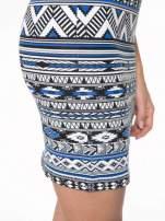 Niebieska sukienka tuba w azteckie wzory