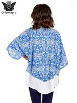 Niebieskie kimono w etniczne wzory z modułem na dole