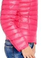 Różowa lekka kurtka puchowa z kapturem