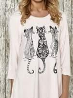 Różowa sukienka damska z nadrukiem kotów