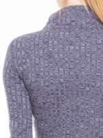 Szara dzianinowa bluzka cropped z golfem