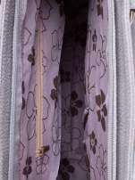 Szara miejska torba z ozdobnymi klamrami