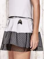 Szara sukienka dresowa z kontrafałdami i tiulem w groszki