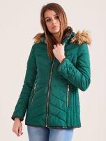 Zielona kurtka zimowa z futrzanym kapturem i kołnierzem