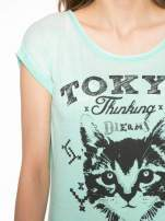 Zielony t-shirt z kotem i napisem TOKYO CITY
