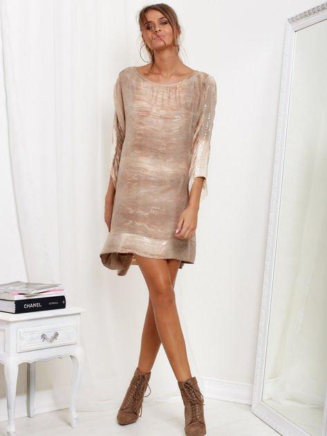 SCANDEZZA Beżowa sukienka oversize z cekinami w malarski deseń                              zdj.                              4