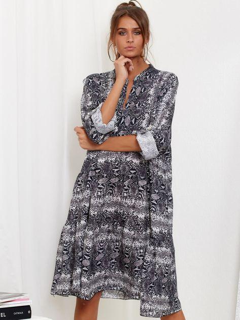 SCANDEZZA Szara sukienka oversize w wężowy wzór                              zdj.                              1