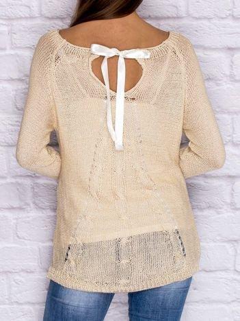 Ażurowy sweter ze wstążką jasnobeżowy