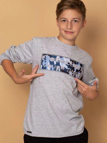 Bawełniana jasnoszara bluza dla chłopca z moro naszywką