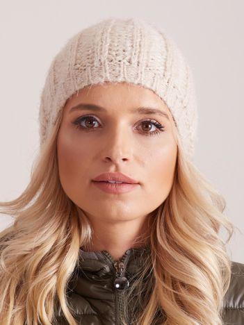 Beżowa czapka zimowa