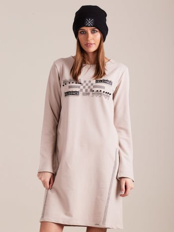 Beżowa dresowa sukienka z aplikacją