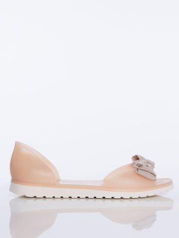 Beżowe sandały Melisy z materiałową kokardką z przodu buta bez palców