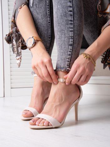 Beżowe sandały z eco zamszu ze złotą sprzączką