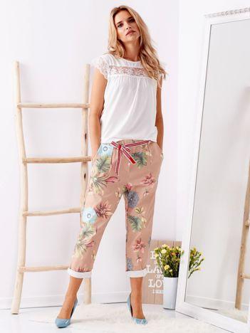 Beżowe spodnie w kwiaty