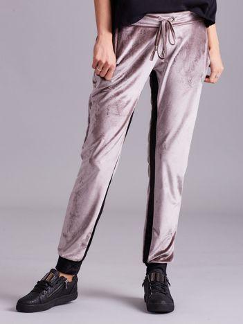 Beżowo-czarne welurowe spodnie dresowe