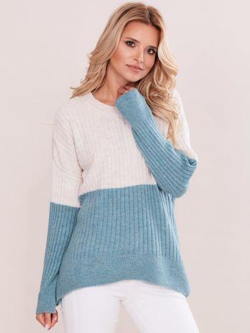 Beżowo-miętowy sweter oversize w prążek