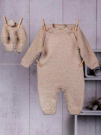 Beżowy  2-częściowy komplet niemowlęcy z dzianiny pajacyk i ciepła czapeczka berecik dla dziewczynki