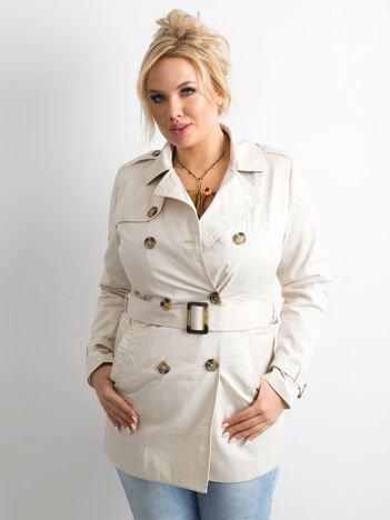Beżowy płaszcz typu trencz