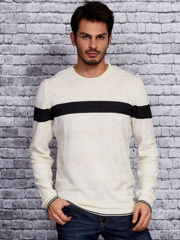 Beżowy sweter męski z kontrastową wstawką
