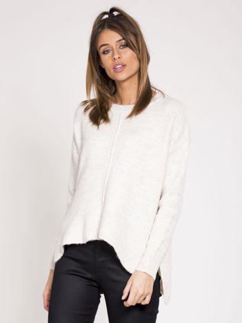 Beżowy sweter z dłuższym tyłem