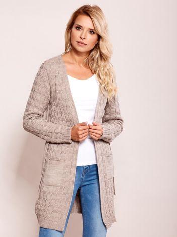 Beżowy sweter z paskiem