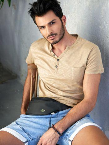 Beżowy t-shirt męski z guzikami