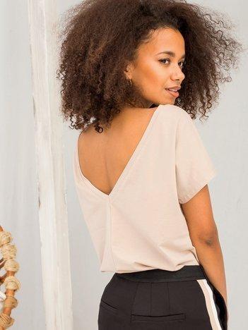 Beżowy t-shirt z dekoltem na plecach