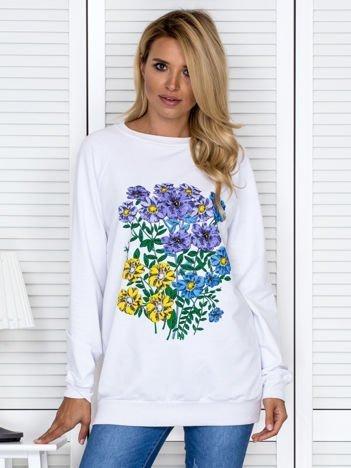 Biała bluza damska z kolorowymi kwiatami