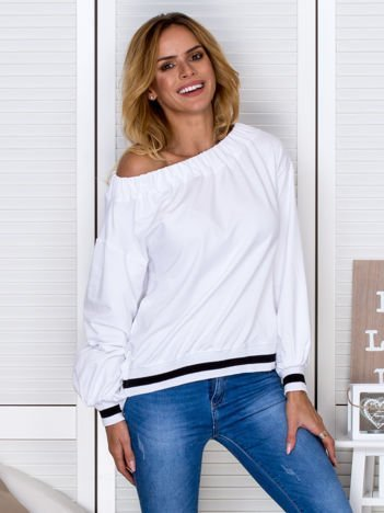 Biała bluza z przymarszczanym dekoltem