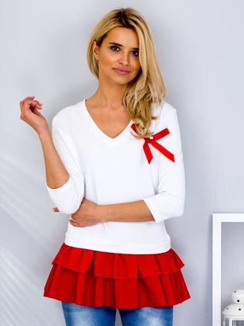 Biała bluza z warstwową falbaną