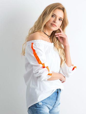 Biała bluzka hiszpanka z fluo pomarańczowymi lampasami