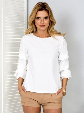 Biała bluzka z drapowanymi rękawami i perełkami