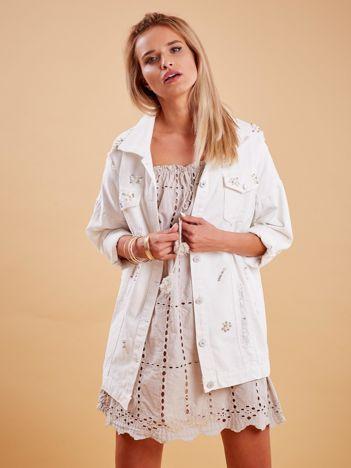 Biała jeansowa kurtka z perełkami