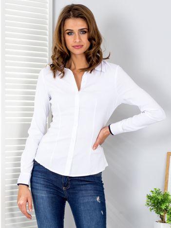 Biała koszula w drobne paski