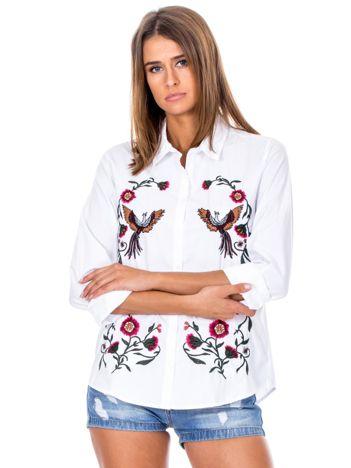 Biała koszula w haftowane etniczne desenie