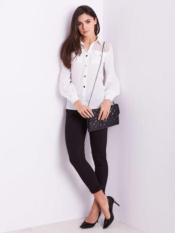 Biała koszula z ażurowaniem