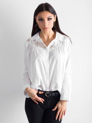 Biała koszula z koronką