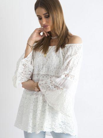 Biała luźna bluzka hiszpanka