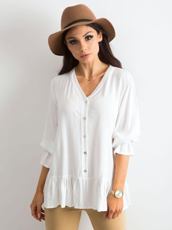 Biała luźna bluzka z falbaną