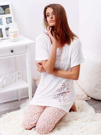 Biała piżama w kwiaty