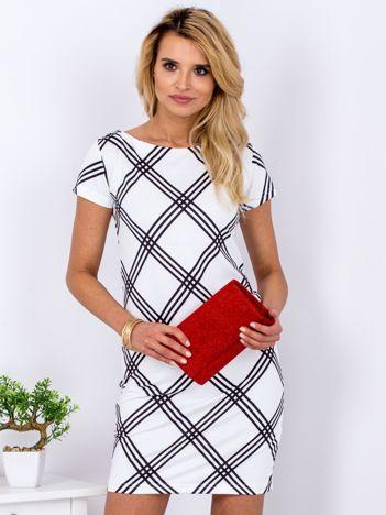 Biała prosta sukienka w geometryczny wzór