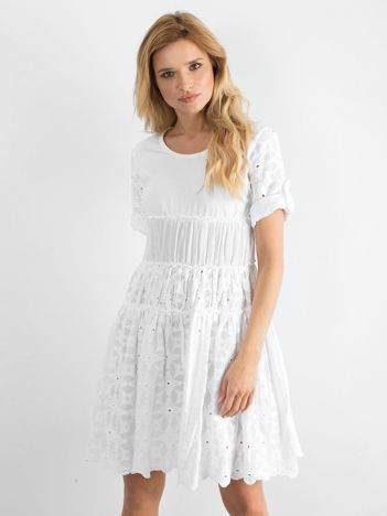 Biała rozkloszowana sukienka z haftem