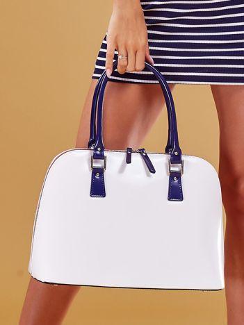 Biała skórzana torba damska z odpinanym paskiem