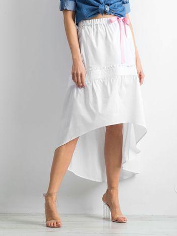 Biała spódnica z troczkami i dłuższym tyłem BY O LA LA