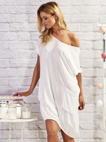 Biała sukienka dresowa damska z kieszeniami