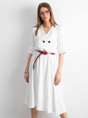 Biała sukienka midi z guzikami