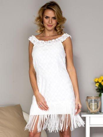 Biała sukienka z frędzlami