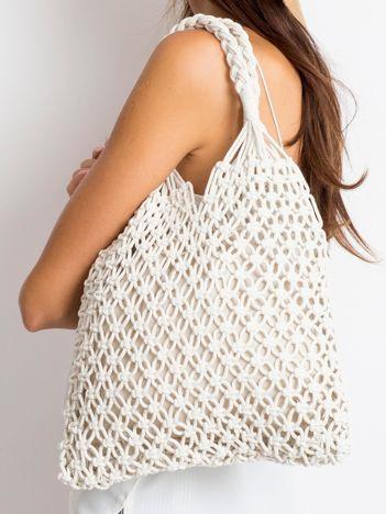 Biała torebka pleciona
